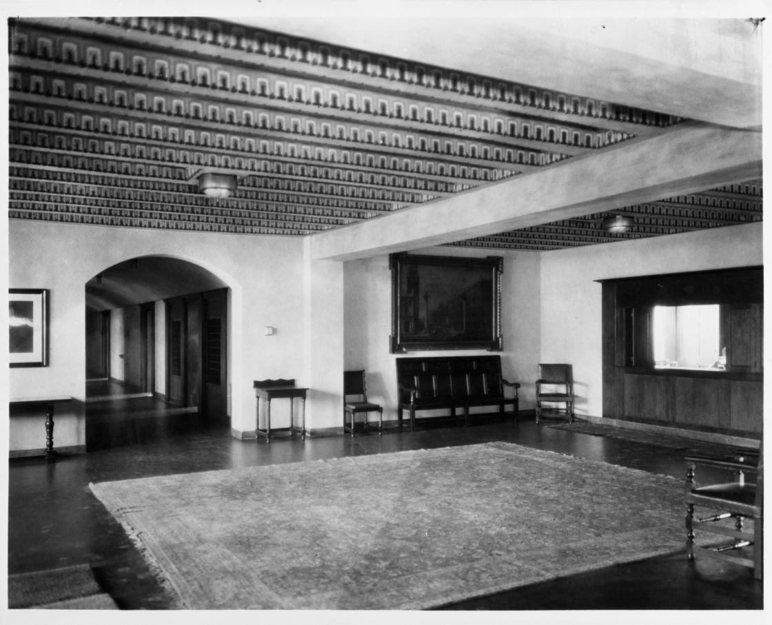 Eliel Saarinen (Architect), Cranbrook School for Boys, Hoey Hall, South Lobby. Photography from the Detroit News, 1927; Photograph Collection of Cranbrook Archives (CEC3680).